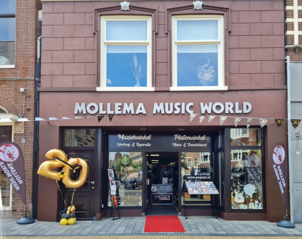 Mollema Music World versierde gevel 20 jaar.